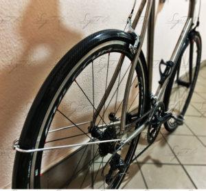 Крыло и сиденье велосипеда из углепластика